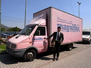 ピンクのトラック